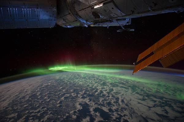 人工衛星と宇宙から見たオーロラを撮影した美しい写真壁紙画像