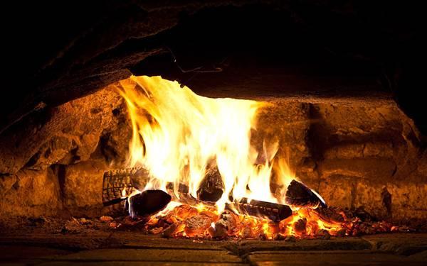 10.暖炉の炎を撮影した綺麗な写真壁紙画像