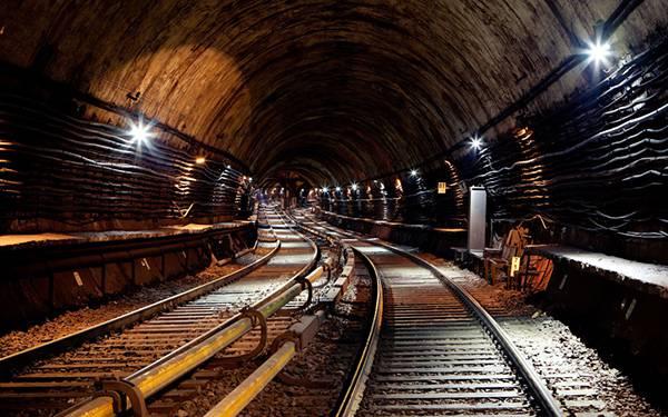 11.地下鉄のトンネルの内部を撮影した綺麗な写真壁紙画像