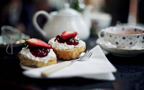04.紅茶とお菓子のセットを撮影した綺麗な写真壁紙画像