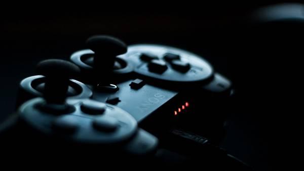 暗闇の中のPSコントローラーを撮影したかっこいい写真壁紙画像