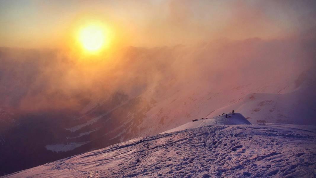 雪山の夕日を撮影した美しい写真壁紙画像