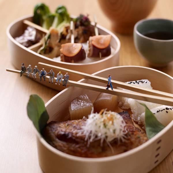 食べ物とミニチュアの人々の美味しい関係。遊び心にあふれた写真作品シリーズ - 03