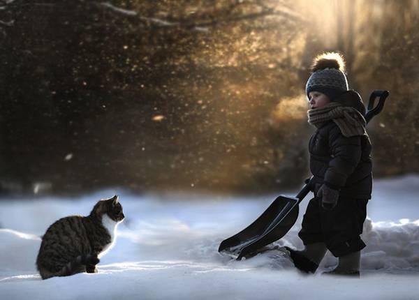 少年と様々な動物たちとのふれあいを切り取った写真作品 - 05