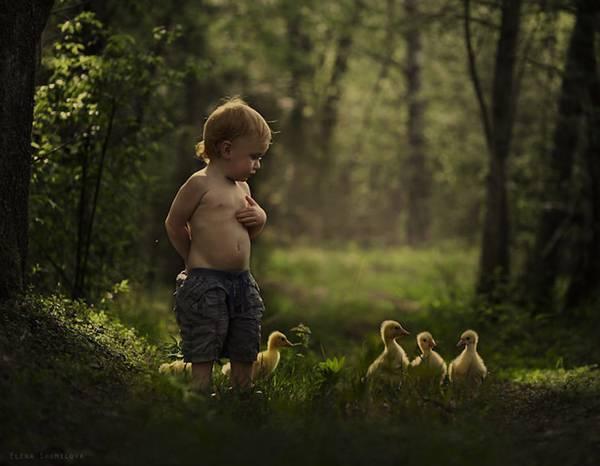 少年と様々な動物たちとのふれあいを切り取った写真作品 - 06