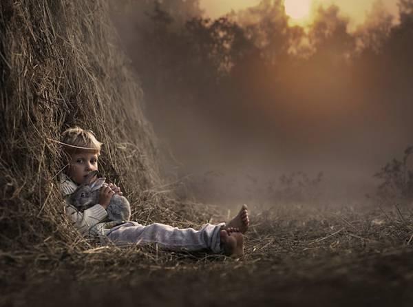 少年と様々な動物たちとのふれあいを切り取った写真作品 - 08