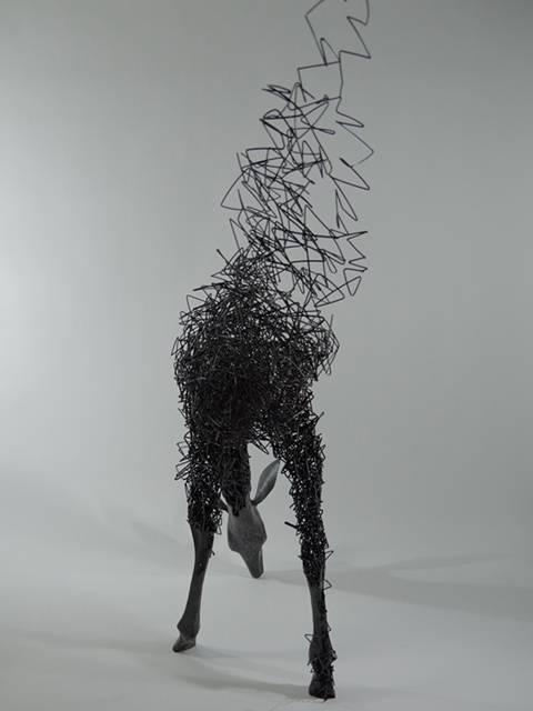 鹿がッ!ほどけていくッ!!ワイヤーを使った超シュールなアート作品 - 02