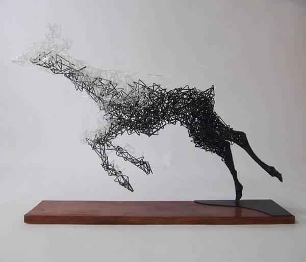 鹿がッ!ほどけていくッ!!ワイヤーを使った超シュールなアート作品 - 03