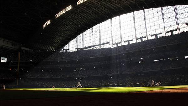 07.ドーム型球場での試合を撮影したかっこいい写真壁紙画像