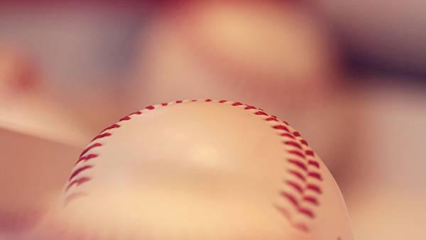 11.野球のボールを浅い被写界深度で撮影した綺麗な写真壁紙画像