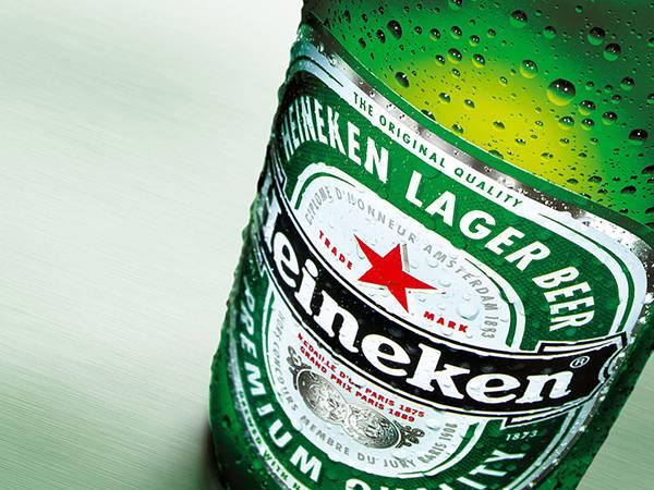 04.ハイネケンのビール瓶をアップで撮影した綺麗な写真壁紙画像