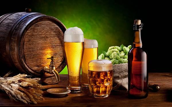 06.ビール樽や麦とグラスを撮影した綺麗なな写真壁紙画像