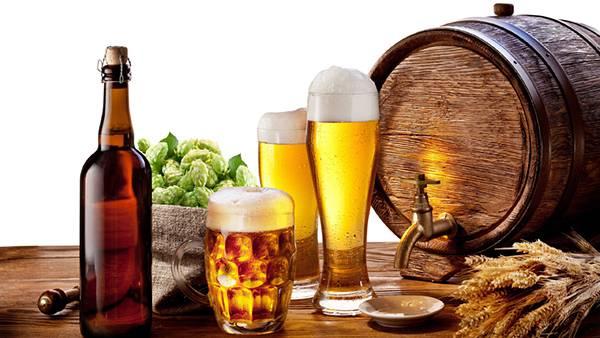 07.ジョッキに入ったビールやホップを並べて撮影した綺麗な写真壁紙画像