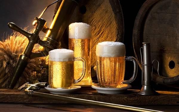 08.ビール樽と3つのジョッキを撮影した綺麗な写真壁紙画像