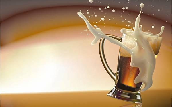 12.ビールジョッキから勢いよく溢れる泡を撮影したかっこいい写真壁紙画像