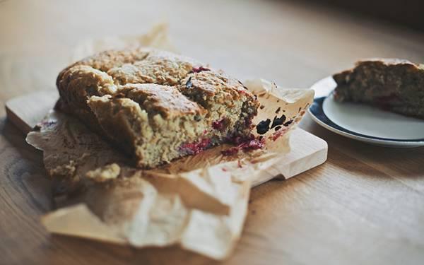 02.テーブルの上のパンを浅い被写界深度で撮影したお洒落な写真壁紙画像