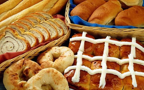 10.いろんな種類のパンをぎっしり並べて撮影した写真壁紙画像