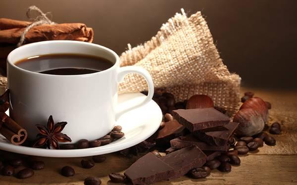 05.コーヒーとチョコレートを撮影した綺麗な写真壁紙画像