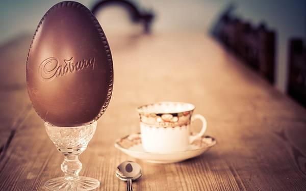 11.大きなタマボ型のチョコレートを撮影した綺麗な写真壁紙画像
