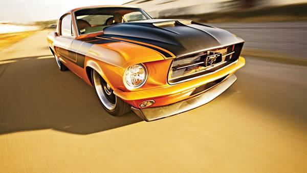 03.高速で走るフォードのクラシックカーを撮影したカッコイイ写真壁紙画像