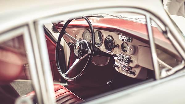 07.クラシックカーの運転席を撮影した綺麗な写真壁紙画像
