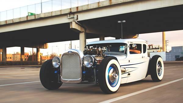 09.フォードのクラシックカーを撮影したレトロな雰囲気の写真壁紙画像