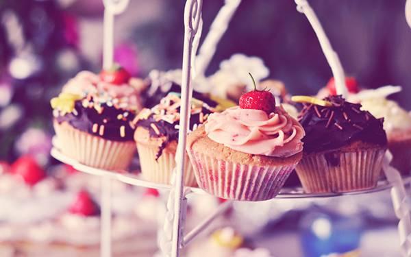 05.いろんなカップケーキをレトロな色調で撮影した可愛い写真壁紙画像