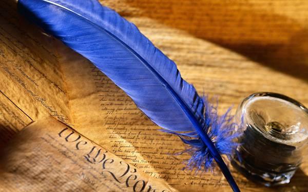 07.青い羽ペンとインクを撮影したおしゃれな写真壁紙画像