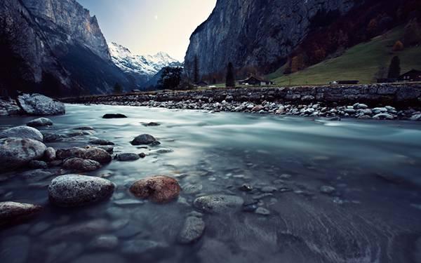 02.山間の渓流の風景を撮影した爽やかな写真壁紙画像