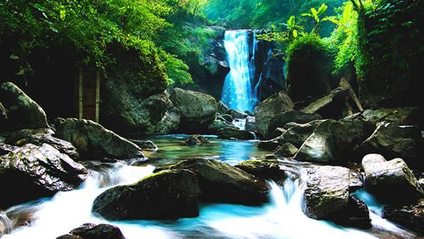 09.滝と渓流の自然を撮影した綺麗な写真壁紙画像