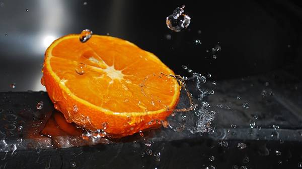 04.オレンジと雫を撮影した綺麗な写真壁紙画像