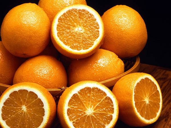 05.カゴの中に積み上げられたオレンジの写真壁紙画像