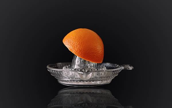 12.オレンジとオレンジジューサーを撮影した写真壁紙画像