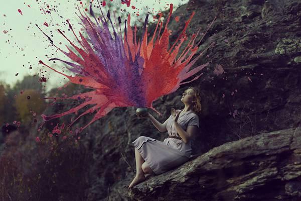 飛び散る水彩塗料が作り出すシュールな世界!美しいセルフポートレート写真作品 - 01