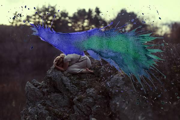 飛び散る水彩塗料が作り出すシュールな世界!美しいセルフポートレート写真作品 - 02