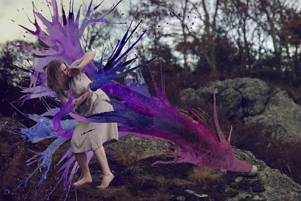 飛び散る水彩塗料が作り出すシュールな世界!美しいセルフポートレート写真作品 - 03