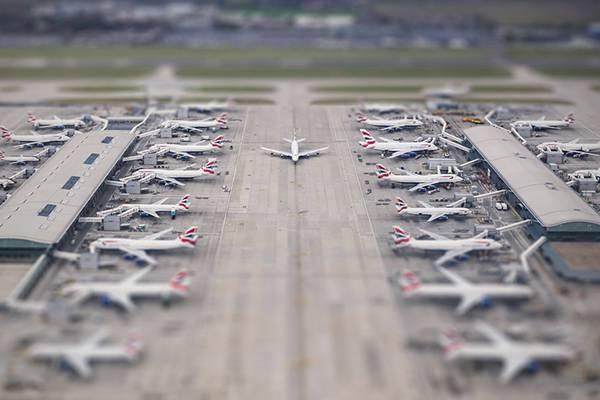 05.ずらっと並んだ飛行機を撮影した綺麗な写真壁紙画像