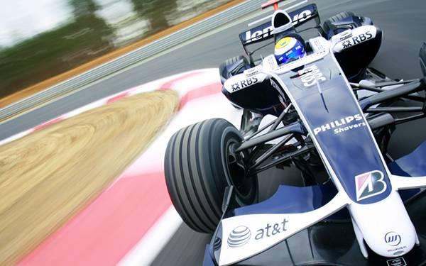 02.コーナーを高速で曲がるF1レーシングカーを撮影したカッコイイ写真壁紙画像
