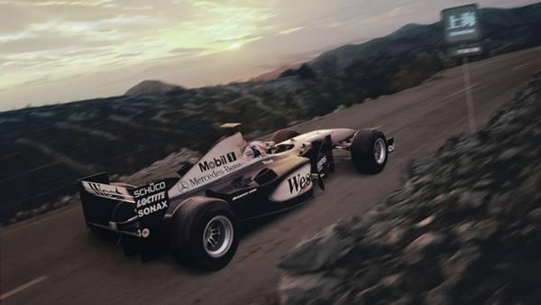 08.スピードを上げて走るF1レーシングカーをセピア色の色調で撮影した写真壁紙画像