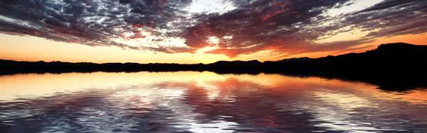 06.真っ赤に染まった夕日を映し出す水面を撮影した美しい写真壁紙画像