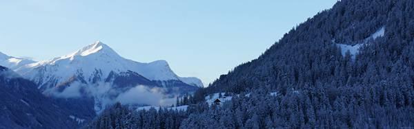09.真っ白に染まった雪山の大自然を撮影した写真壁紙画像