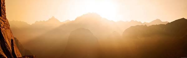 12.岩場を真っ赤に染める夕日を撮影した大自然の写真壁紙画像