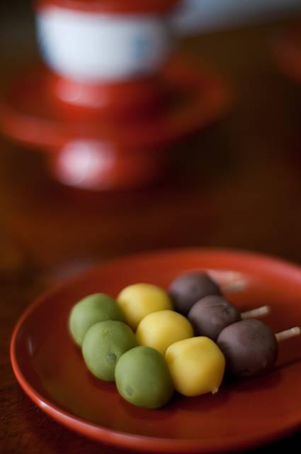 和菓子の坊っちゃん団子を撮影したフリー写真素材
