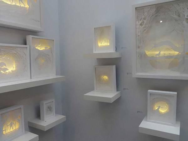 幾層にも切り出した紙に光を当てて作り出す、幻想的なペーパーアート作品 - 07