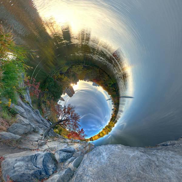 まるでトンネルを覗きこんだような湾曲した360度パノラマ写真 - 01