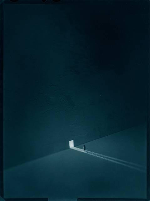 夢の中を漂うような感覚。シンプルでシュールなジオラマ写真作品 - 03
