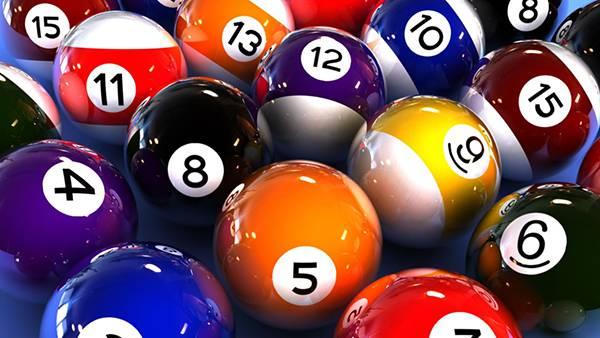 06.光沢感のあるビリヤードのボールを並べて撮影した綺麗な写真壁紙画像