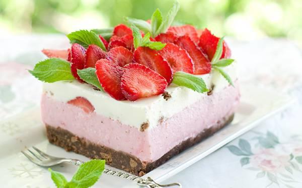 08.苺のムースのケーキを撮影した可愛い写真壁紙画像