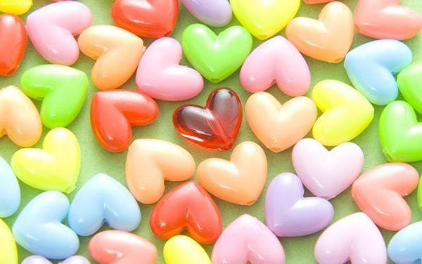 03.ハート型のキャンディーを撮影した綺麗で可愛い写真壁紙画像
