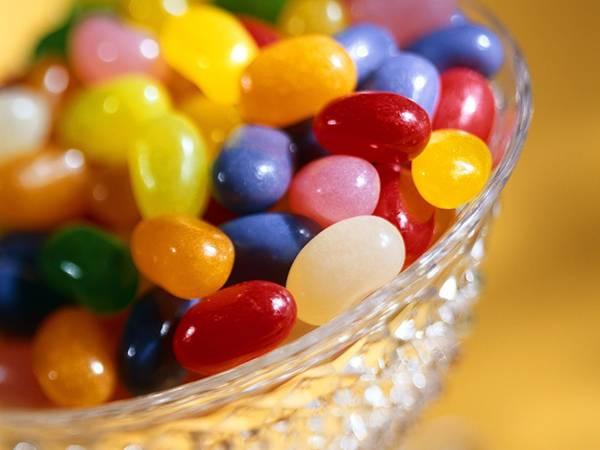 09.ピカピカした光沢が綺麗なガラスに入ったキャンディーの写真壁紙画像